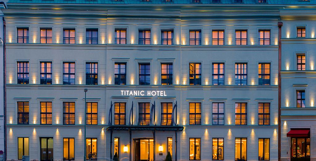 Su hotel durante su estancia en la ciudad - Titanic Gendarmenmarkt 5* Berlín
