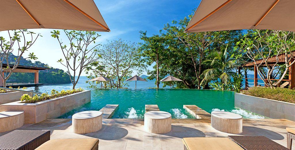 Disfruta de la terraza de relajación al aire libre - The Westin Siray Bay Resort & Spa 5*  Phuket