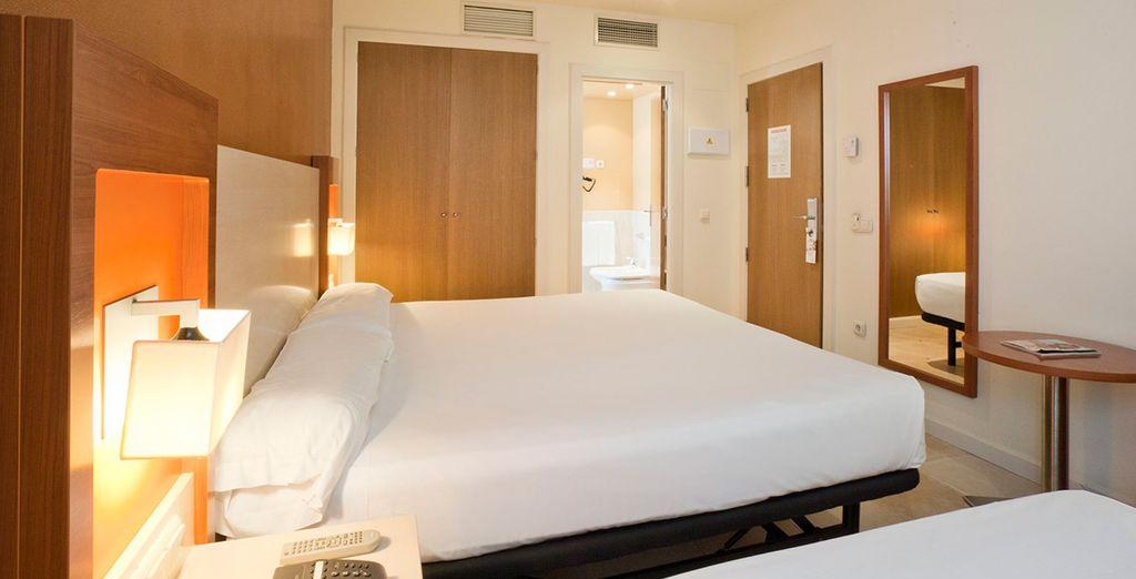 Descansa en tu acogedora y sofisticada habitación