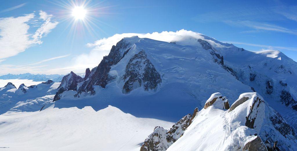 Face au célèbre massif du Mon-Blanc... que ce soit en hiver...