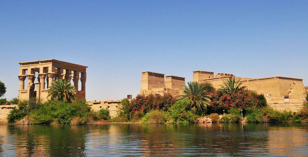 Et découvrez les plus beaux vestiges d'Égypte, comme le temple de Philae à Assouan...