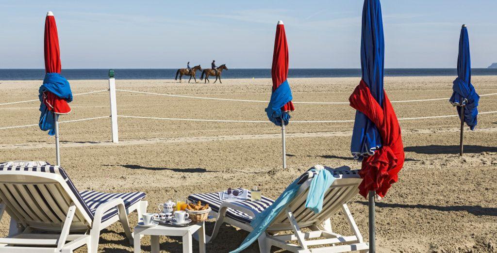 Das Hotel liegt direkt am Strand von Deauville