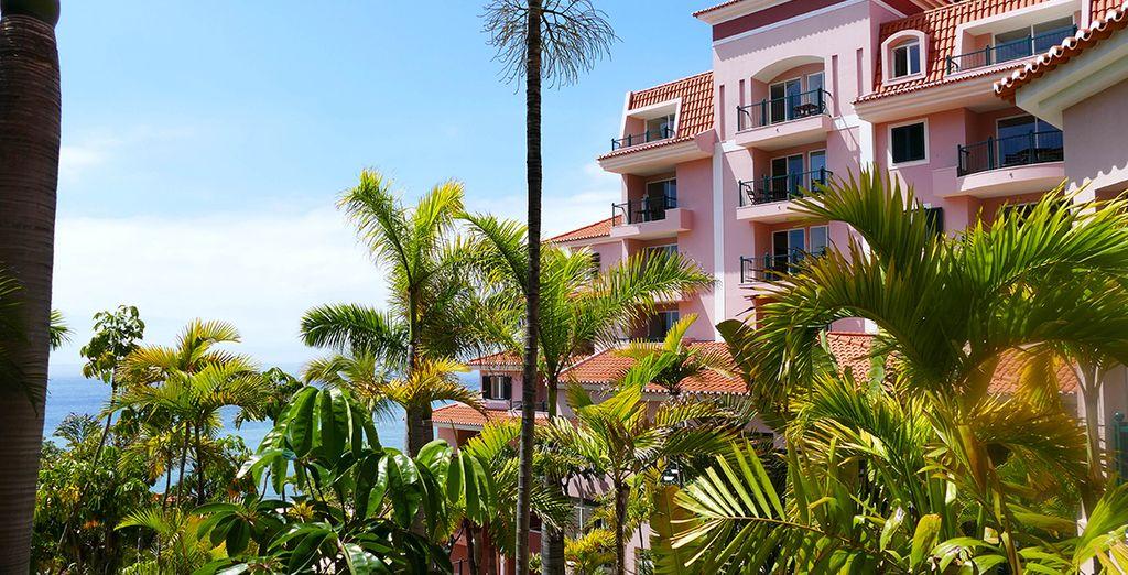 Ihr 5* Hotel liegt direkt vor dem Atlantischen Ozean und ist von atemberaubender Landschaft umgeben