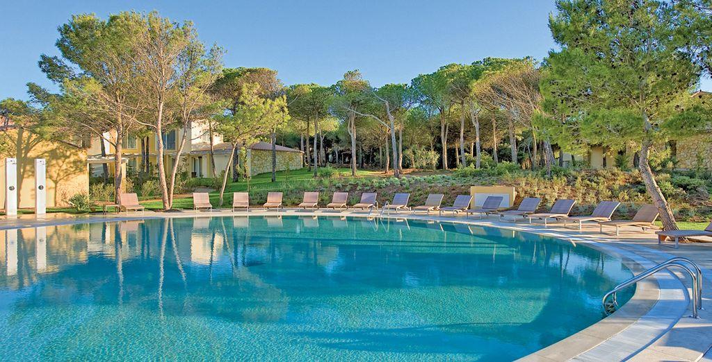 Willkommen im herrlichen Golf Hotel Is Arenas 5*