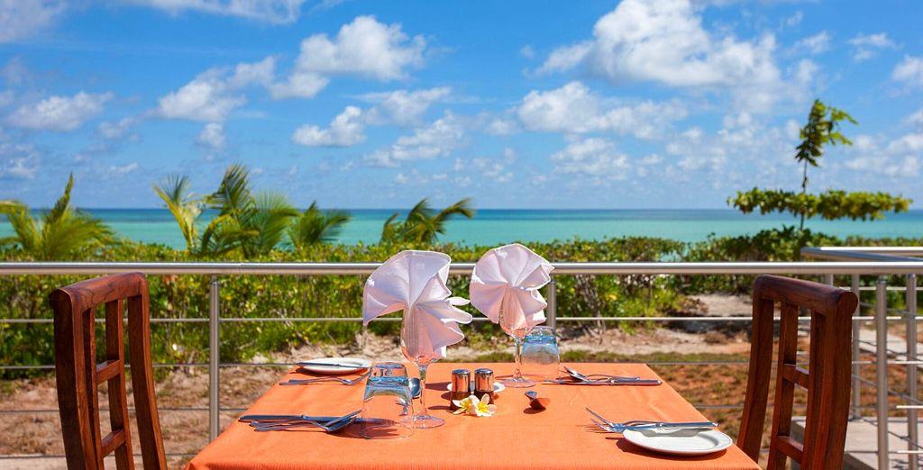Lust auf Frühstück mit Blick auf das azurblaue Meer?