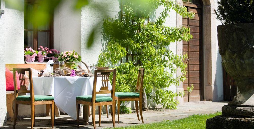 Entspannen Sie im schön angelegten Garten