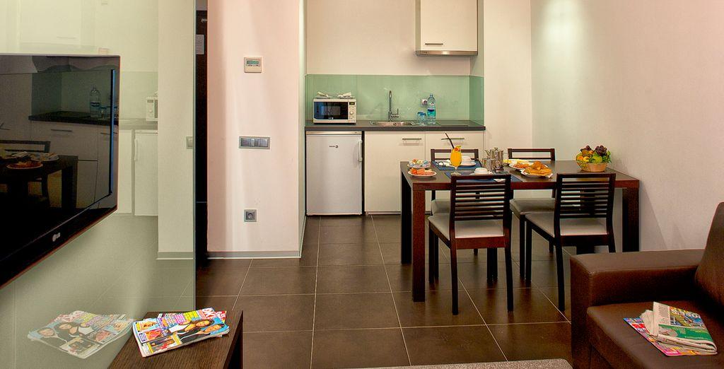 ... mit gut ausgestatteter Küche
