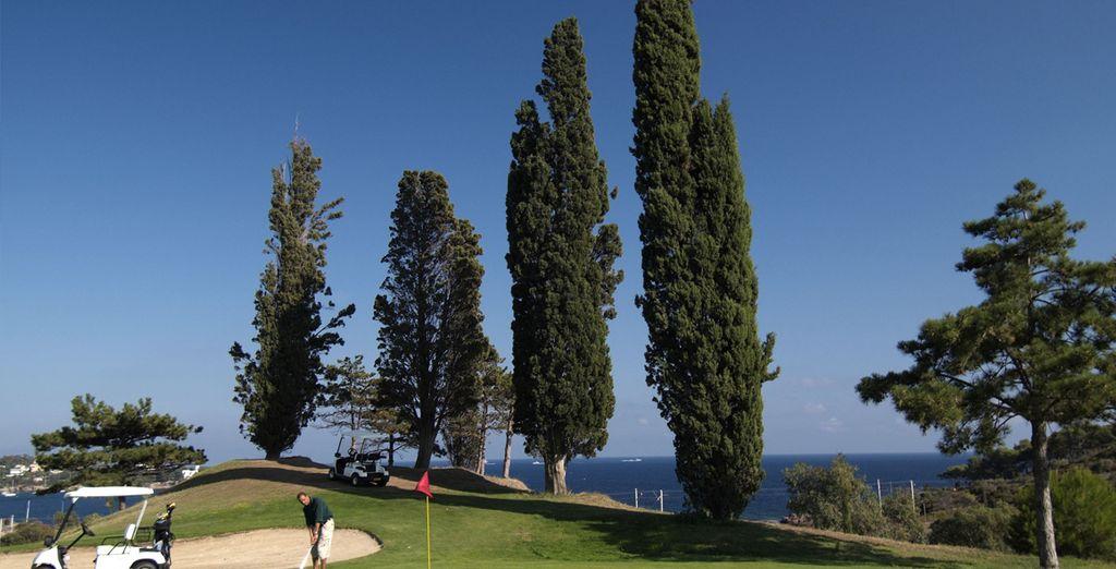 Versuchen Sie sich beim Golf in schönster Umgebung...