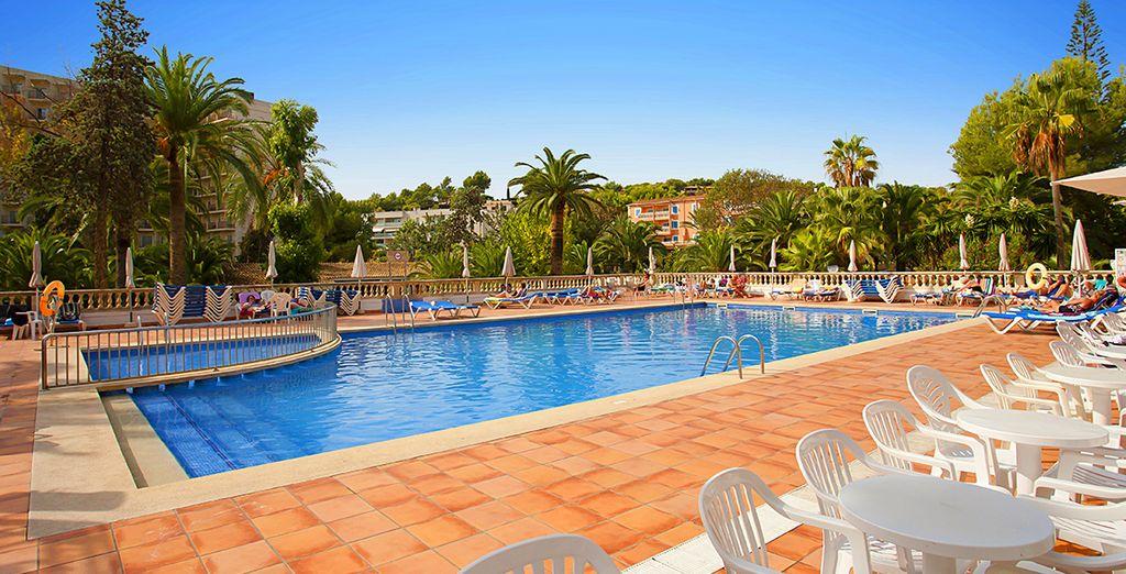 Entspannen und erfrischen Sie sich am Pool...