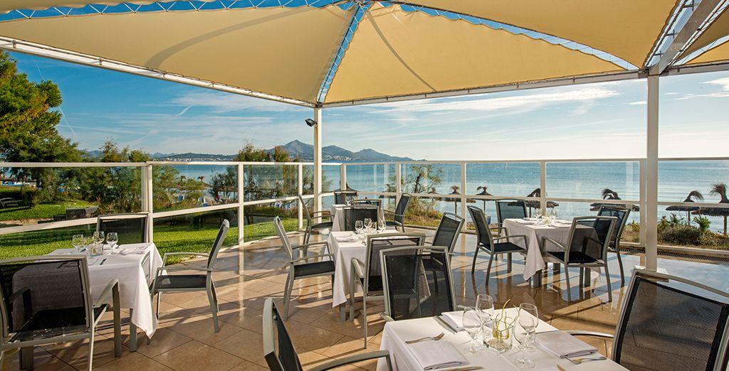 Machen Sie das Beste aus dem fantastischem Wetter und genießen Sie Ihre Mahlzeiten auf der Terrasse