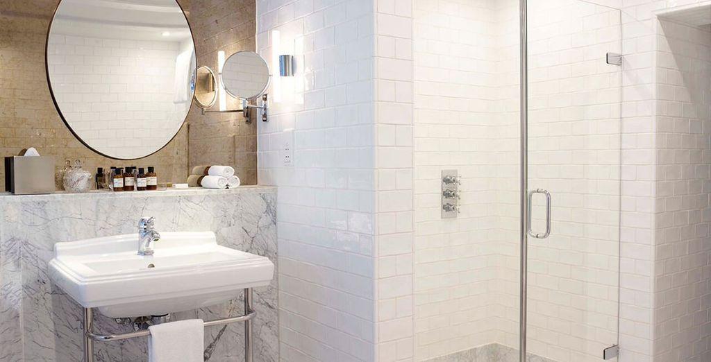 ... mit Badezimmer