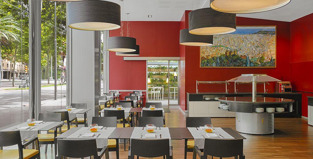 Probieren Sie die lokalen Spezialitäten im Restaurant in einer ungezwungenen Atmosphäre