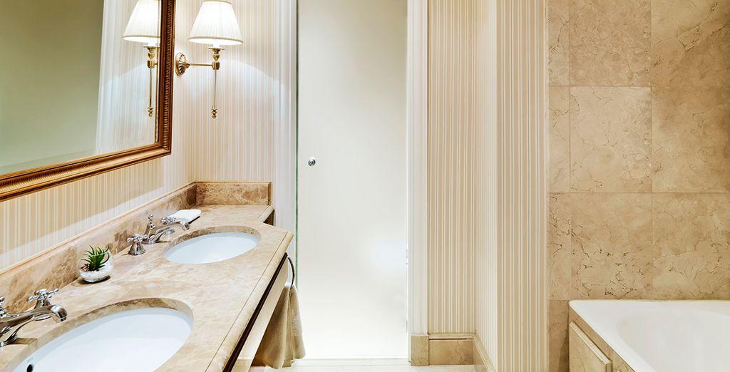 Das stilvoll designte Bad