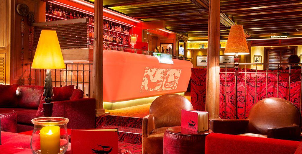 Den Abend können Sie dann an der Bar des Hotels bei einem Cocktail ausklingen lassen