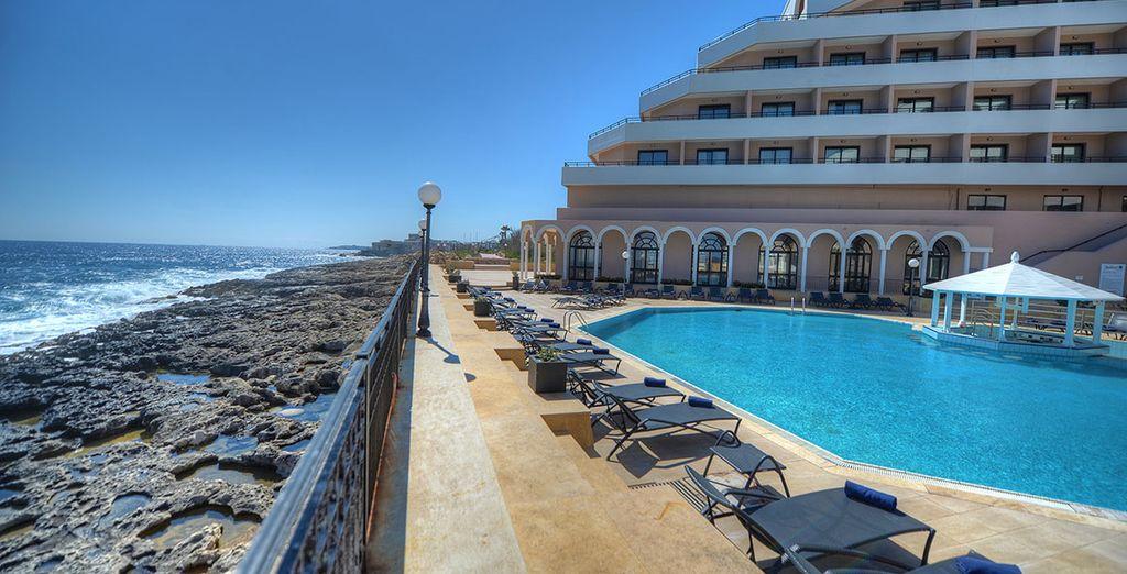 Der Pool ist der perfekte Ort, um die Sonnenstrahlen zu genießen