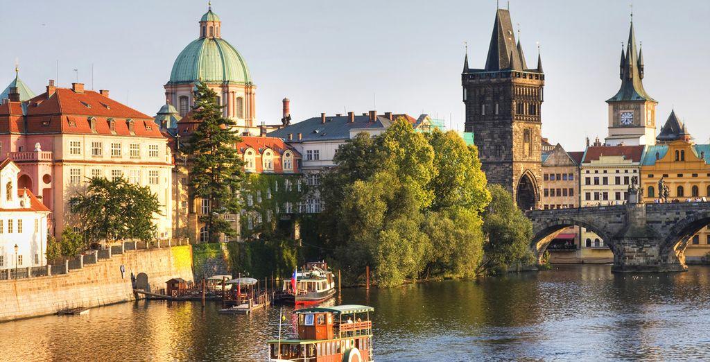 Besichtgen Sie Sehenswürdigkeiten wie die Karlsbrücke