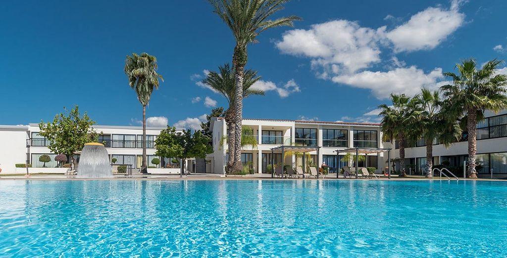 Buchen Sie das Royal Blue Hotel in Zypern und genießen Sie die Sonne