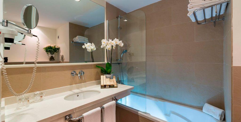 Beide mit voll ausgestattetem Badezimmer