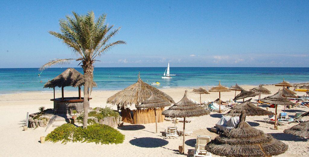 Das Hotel liegt direkt am Meer