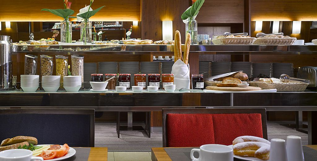 Sie können an jedem Morgen Ihrer Aufenthaltes im K+K Fenix Hotel ein reichhaltiges Frühstück im Speisesaal genießen
