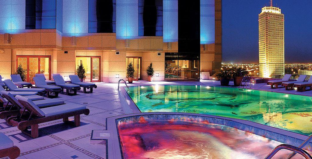 Das Fairmont Dubai begrüßt Sie