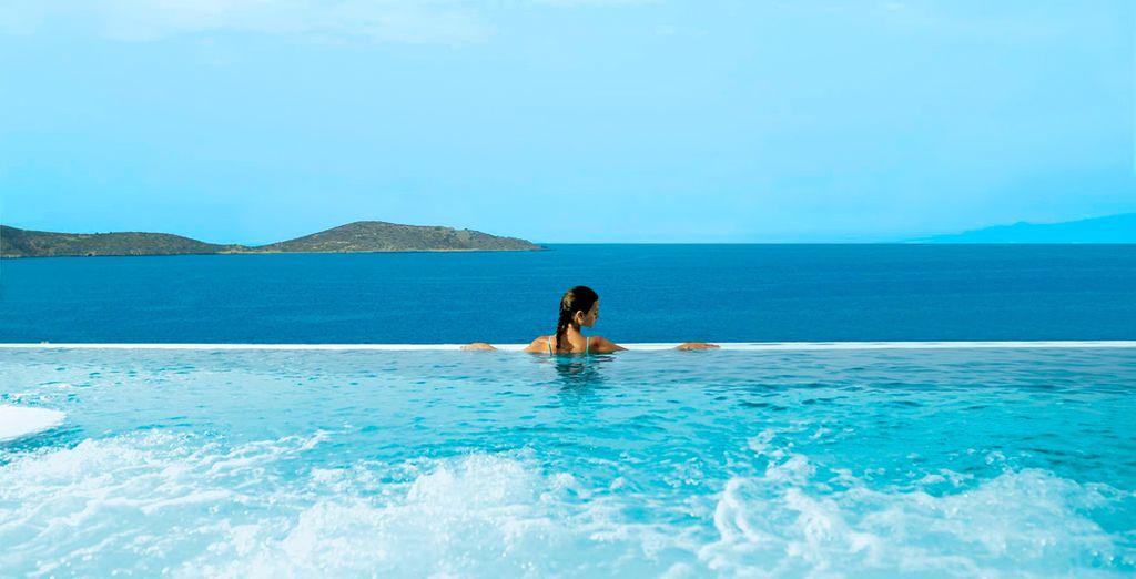 Freuen Sie sich auf die atemberaubende Aussicht im Hotel Porto Elounda Golf & Spa Resort 5*!