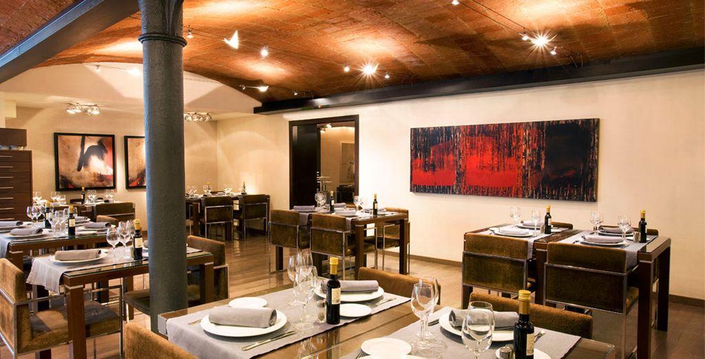 Buchen Sie Ihr Abendessen in der gemütlichen Atmosphäre des Restaurants