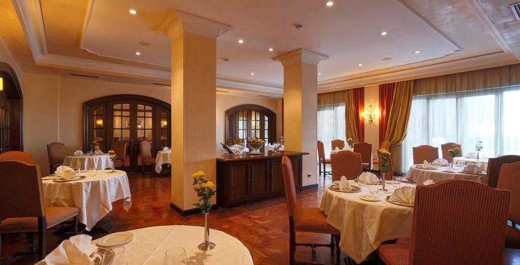 ... oder im eleganten Innenraum des Restaurants