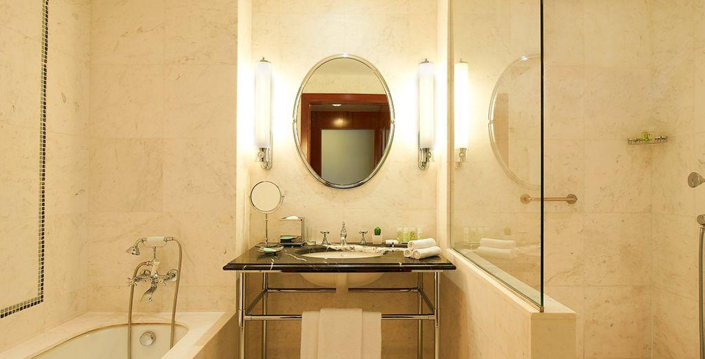 Mit schönem Badezimmer