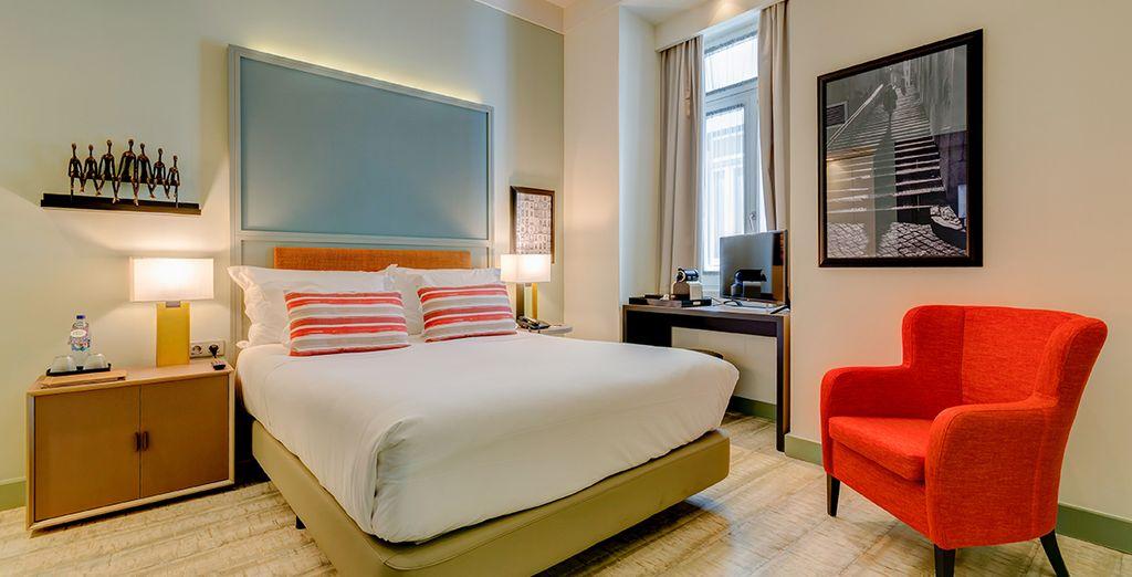 Ein elegantes Zimmer steht für Sie bereit mit