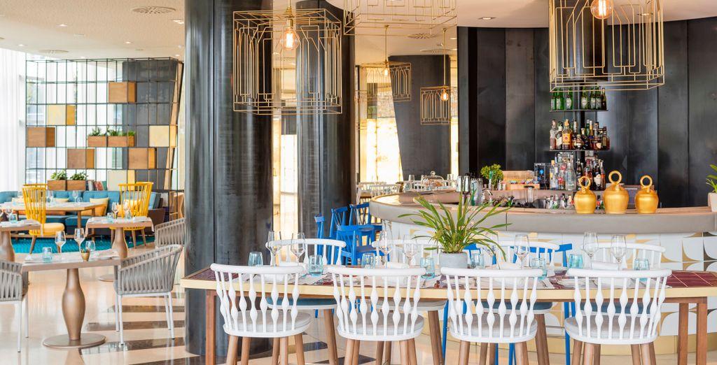 Deléitate con la deliciosa comida del Alabastro Lounge