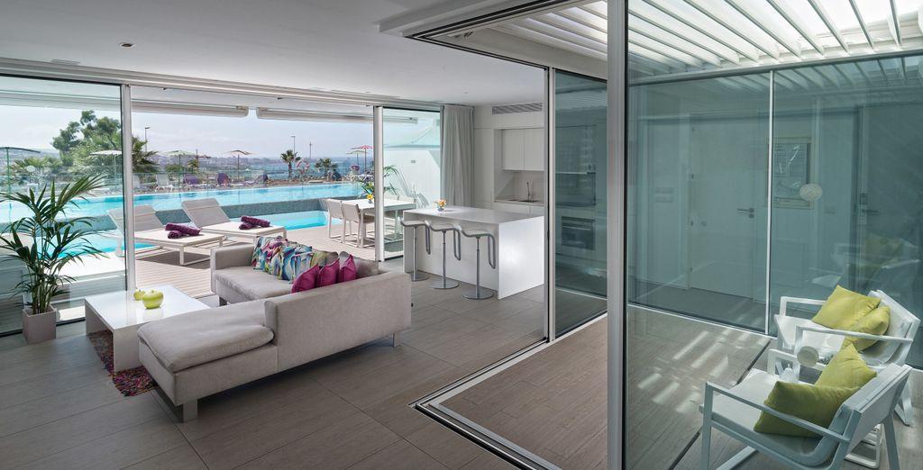 Y terraza con piscina privada