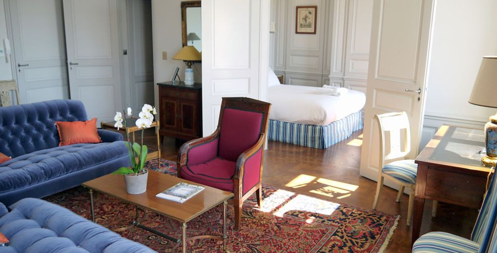 O la espaciosa Junior Suite Prestige con Vistas al Mar - La Notre Dame