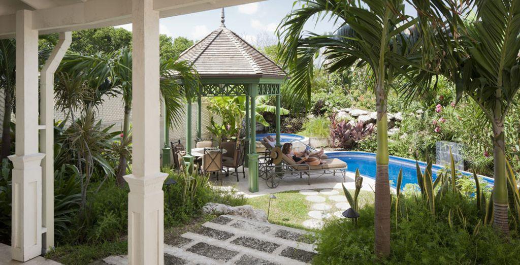 Que ofrece jardín y piscina privada
