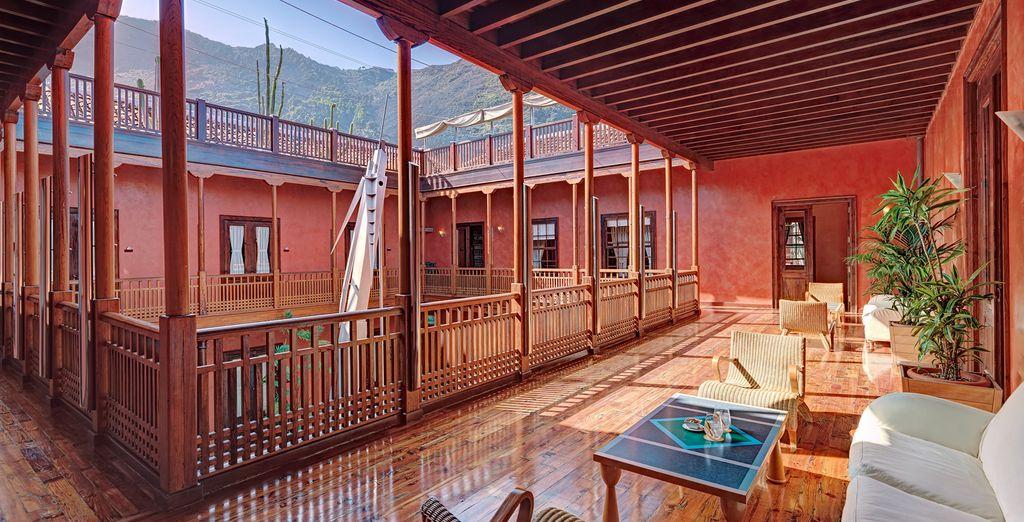Explora cada rincón del Hotel San Roque