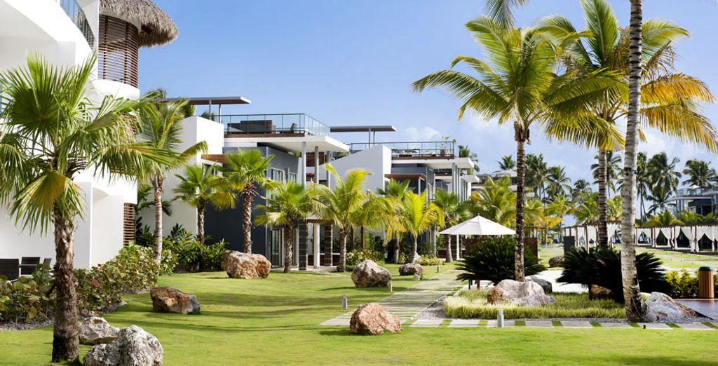 Explora los magníficos jardines exóticos del hotel...