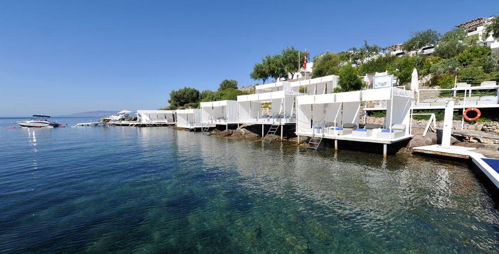 Sumérgete en las aguas cristalinas del mar Egeo