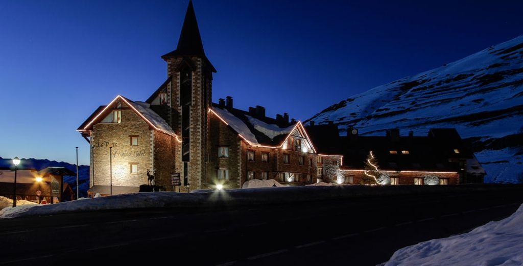 Pasa unas vacaciones increíbles en este encantador hotel, ¡a pie de pista!