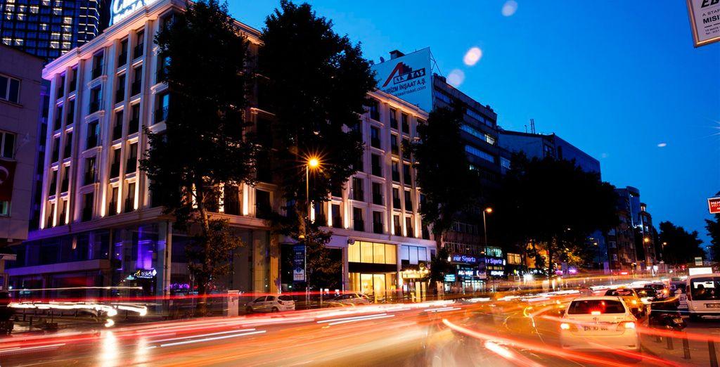 El Hotel Clarion Hotel & Suites