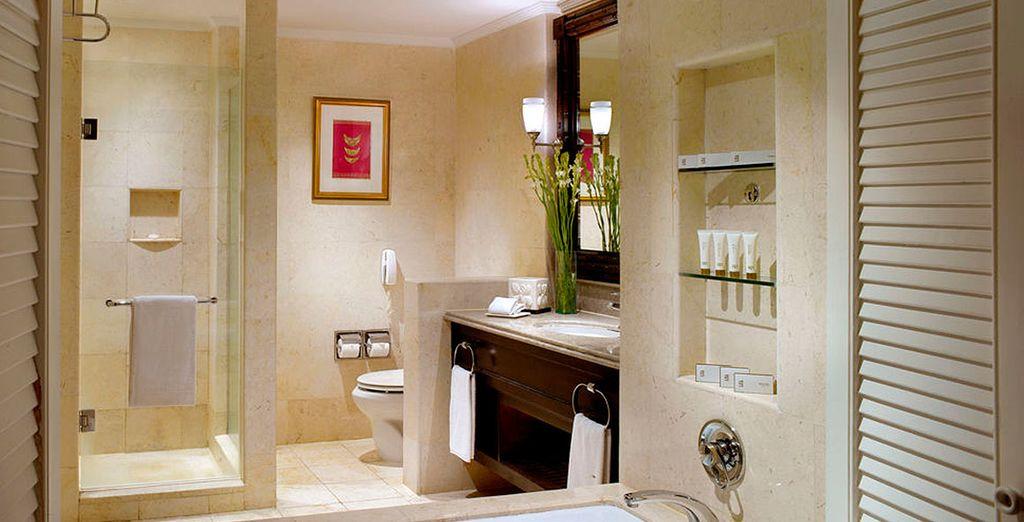 Un estupendo baño completa las dependencias de su habitación