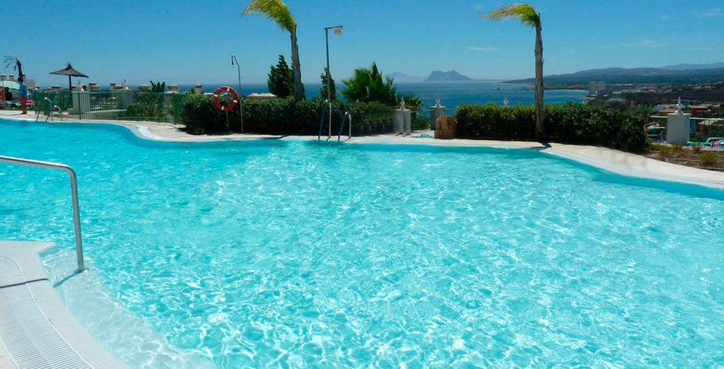 Refrésquese en la piscina turquesa