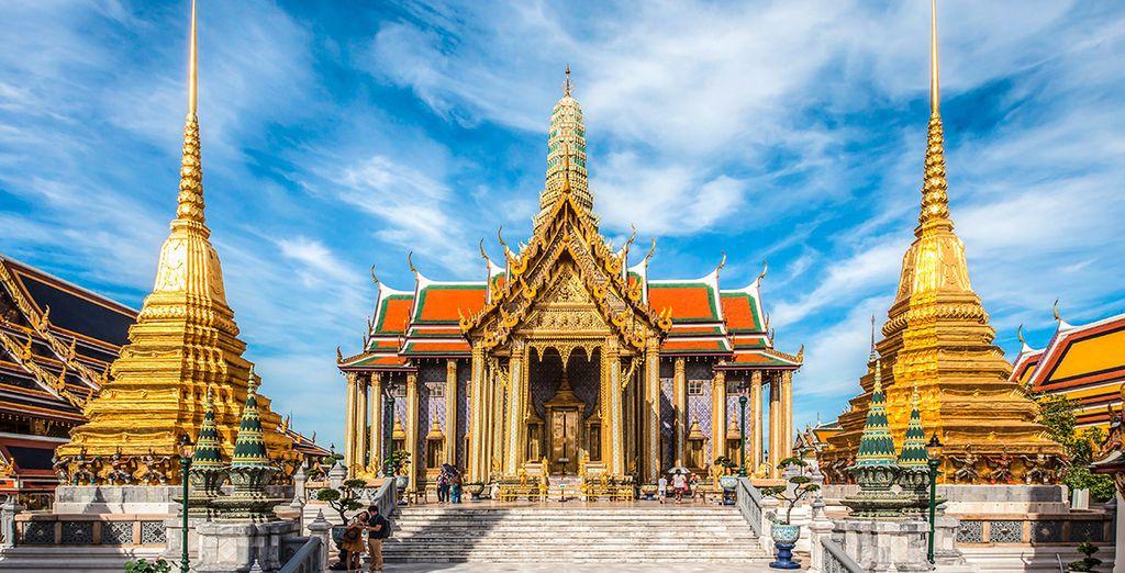 Bangkok está repleta de preciosas joyas arquitectónicas como Wat Phra Kaew