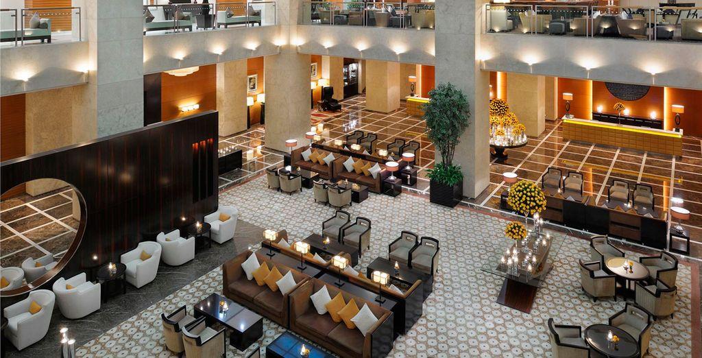 Un hotel grande, moderno y con estilo