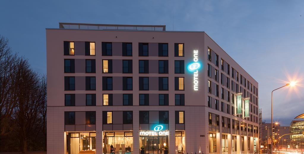 El Hotel Motel One 3* puede ser otra opción en Rostock