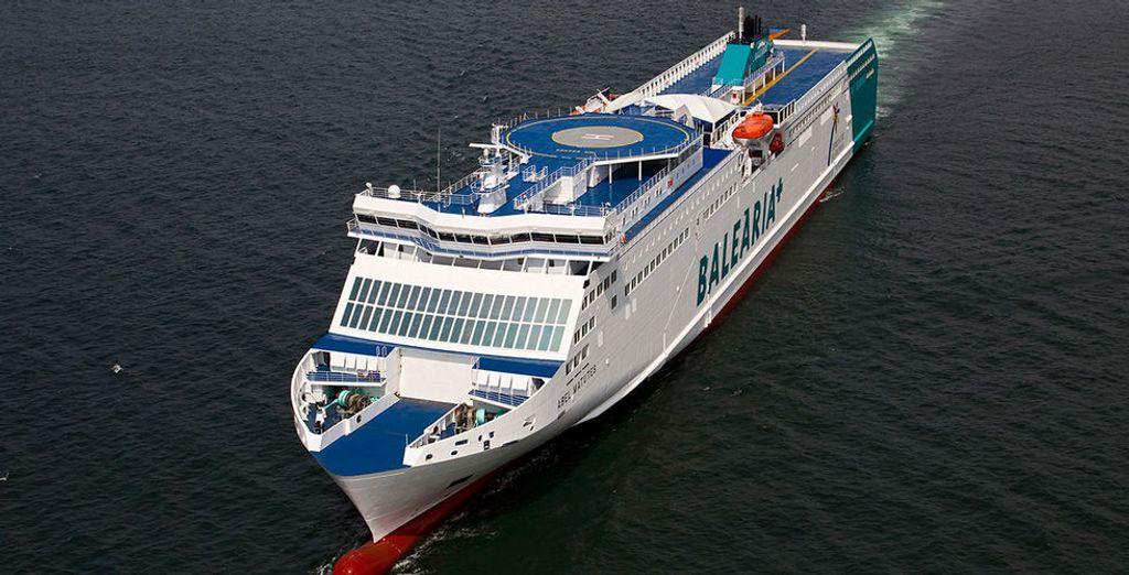 ¡Sube a bordo de Balearia y conoce Ibiza!