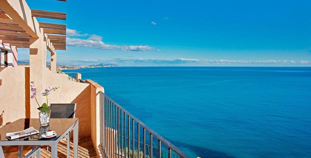 Dotado de preciosas y privilegiadas vistas al Mediterráneo