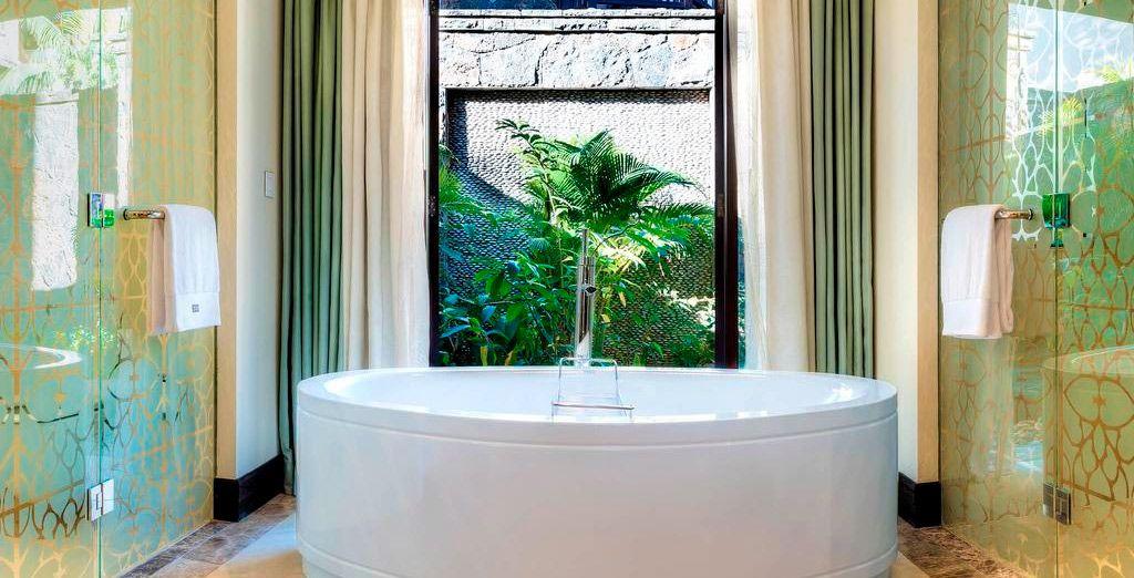 Un baño con una equipación extraordinaria y lujosa