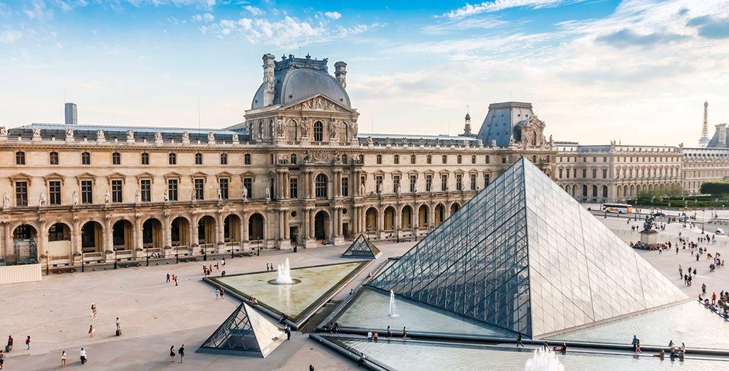 ... y en el histórico Museo del Louvre
