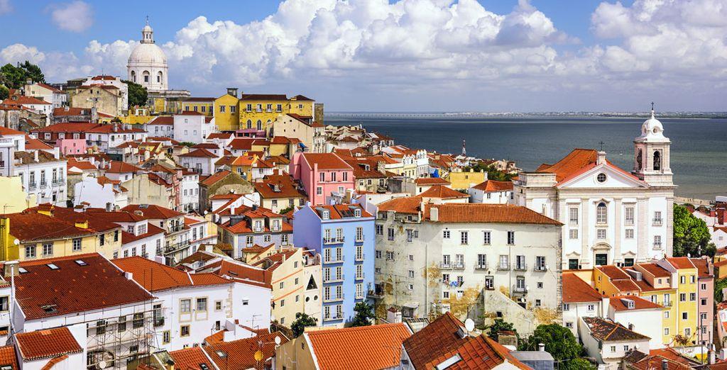 Asomada al río Tajo, Lisboa es una ciudad cosmopolita y llena de luz