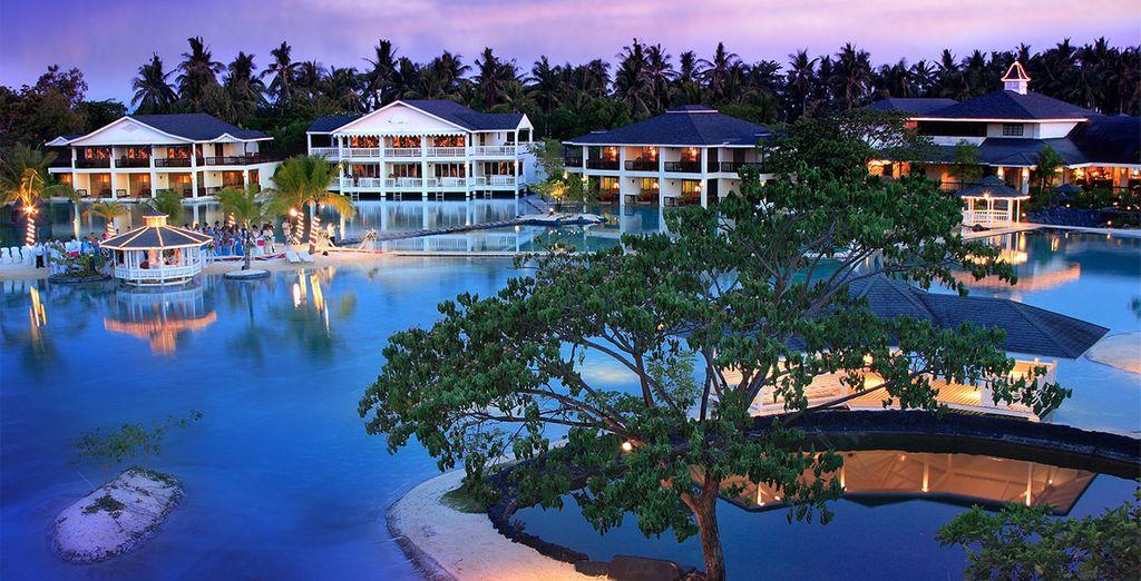 Después, viaje a Boracay y alójese en Plantation Bay 5*.